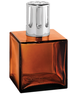 Height : 13 cm – Volume 260ml. Description: Cube with amber color.